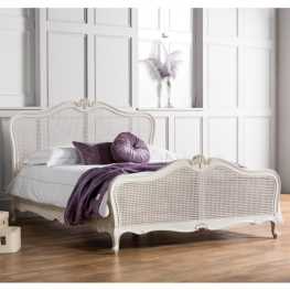 Chic Vanilla 5' Bed With Cane
